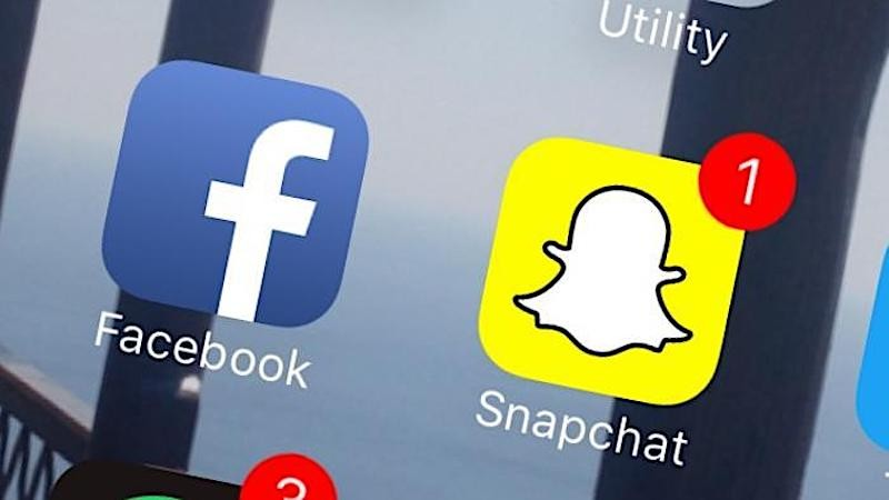 Facebook vs Snapchat – A modern tale of the young & the restless in the digital age